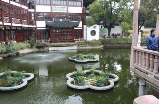 Part of the Yu Garden entrance